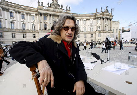Wim Wenders Director and Participant in the 'Table of Free Voices' Discussion Sits at the 'Bebelplatz' in Berlin Saturday 9 September 2006 112 Businessmen Philosophers and Artists Had Been Invited to Discuss 'Questions on Humanity' Which Had Been Selected by Voters at an Internet Website Photo: Marcel Mettelsiefen Germany Berlin