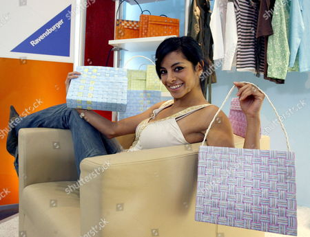 Model Actress and Tv Host Collien Fernandes Presents Self-made Bags of the 'Paper Creation' Line by the Ravensburger Company at the International Toy Fair in Nuremberg Germany Wednesday 31 January 2007 From 01 February 2007 More Than 2 700 Exhibitors From Almost 60 Countries Present Toy Trends and Novelties at the International Toy Fair in Nuremberg Germany Nuremberg