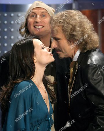 Germany Television Prgramme Host Thomas Gottschalk (r) About to Receives a Kiss From German Actress Cosma Shiva Hagen (l) Watched by Comedian Otto Waalkes (c) As They Appear on the German Zdf Television Show Wetten Dass in Bremen Germany on Saturday 09 December 2006 Germany Bremen