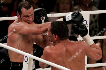 German Boxing Legend Henry Maske (l) Exchange Punches with Us Boxing Wba Champion Virgil Hill (r) During Their Rematch Fight in Munich Germany Saturday 31 March 2007 Maske Won the Bout His First Fight Since His Defeat Against Hill in November 1996 Germany Munich