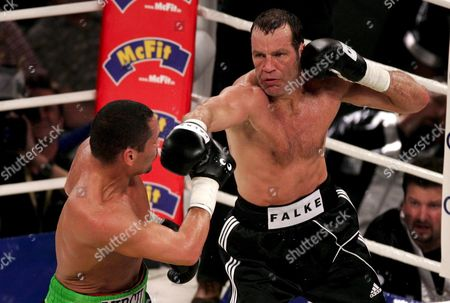 German Boxing Legend Henry Maske (r) Exchange Punches with Us Boxing Wba Champion Virgil Hill During Their Rematch Fight in Munich Germany Saturday 31 March 2007 It's the First Fight of Henry Maske Since His Defeat Against Hill in November 1996 Germany Munich