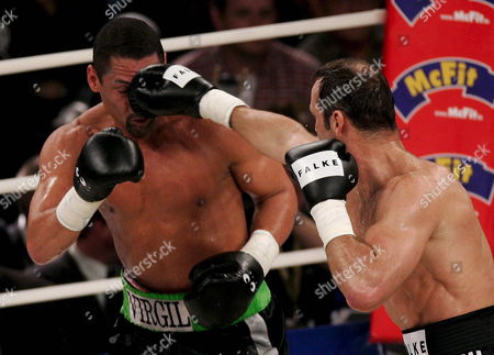 German Boxing Legend Henry Maske (r) Exchanges Punches with Us Boxing Wba Champion Virgil Hill (l) During Their Rematch Fight in Munich Germany Saturday 31 March 2007 Maske Won the Bout His First Fight Since His Defeat Against Hill in November 1996 Germany Munich