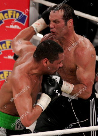 German Boxing Legend Henry Maske (r) Exchange Punches with Us Boxing Wba Champion Virgil Hill (l) During Their Rematch Fight in Munich Germany Saturday 31 March 2007 Maske Won the Bout His First Fight Since His Defeat Against Hill in November 1996 Germany Munich