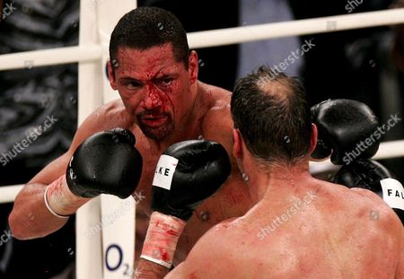 German Boxing Legend Henry Maske (r) Exchange Punches with Us Boxing Wba Champion Virgil Hill (l) During Their Rematch Fight in Munich Germany Saturday 31 March 2007 Maske Won the Bout in His First Fight Since His Defeat Against Hill in November 1996 Germany Munich