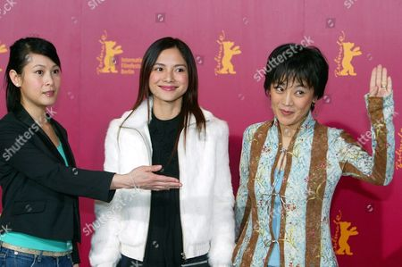 Director of Chinese Films '20:30:40' Sylvia Chang (r) and Actresses Rene Liu (l) and Lee Sinje (c) Pose For Photos Upon Their Arival to the Berlin International Film Festival Late 13 February 2004 the Festival Presents Some 400 Films From Around the Globe Another 400 Films Will Be Presented at the Commercial European Film Market For Film Buyers Germany Berlin