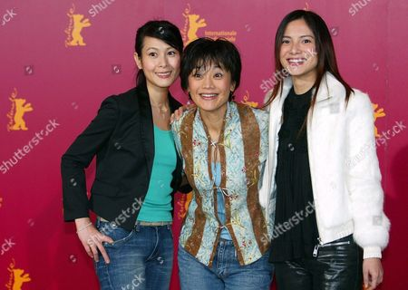 Director of Chinese Films '20:30:40' Sylvia Chang (c) and Actresses Rene Liu (l) and Lee Sinje (c) Pose For Photos Upon Their Arival to the Berlin International Film Festival Late 13 February 2004 the Festival Presents Some 400 Films From Around the Globe Another 400 Films Will Be Presented at the Commercial European Film Market For Film Buyers Germany Berlin