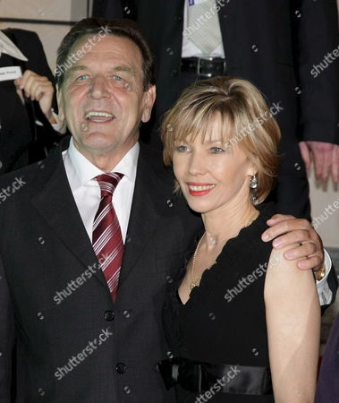 Germany's Former Chancellor Gerhard Schroeder (l) and His Wife Doris Schroeder-koepf Arrive For the Quadriga Prize Awarding Ceremony in Berlin Germany 03 October 2007 the Prizes Named After the Sculpture on the Brandenburger Gate Were Awarded For the Fifth Time to Persons in Public Life Whose Names Are Linked with Innovation They Are Endowed with 25 000 Euros Schroeder Got His Quadriga Prize For His 'Successes As Germany's Chancellor' Germany Berlin