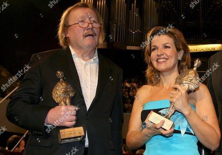 This Year's Mendelssohn Laureate German Philosopher Peter Sloterdijk (l) and German Violinist Anne-sophie Mutter Hold Up Their Mendelssohn-prize 2008 at the Gewandhaus Zu Leipzig Germany 06 March 2008 the International Felix-mendelssohn-foundation Presided Over by German Conductor and Foundation President Kurt Masur Handed Over the Prize For the Second Time Composer Felix Mendelssohn Bartholdy (1809-1847) was Gewandhauskapellmeister in Leipzig and Founded Here the First German Conservatorium Germany Leipzig