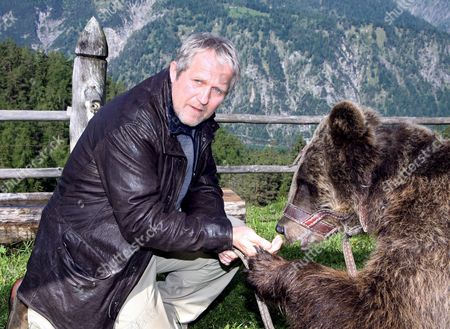 Austrian Actor Harald Krassnitzer (l) and Eight-year-old Bear 'Trapper' During a Press Call For the Shooting of Television Film 'A Bear on the Loose' (der Baer Ist Los) in Pertisau Austria 10 June 2008 the Film Tells the Story of Hunted Jj1 Aka Bruno Bear Becoming a Media and Political Issue Austria Pertisau