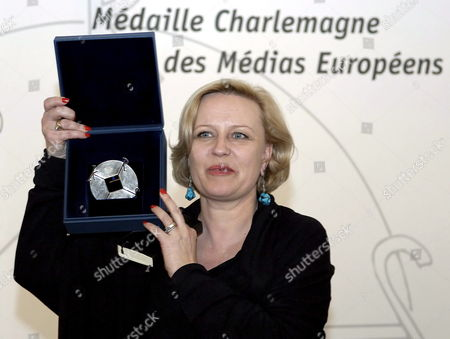 Polish Actress Krystyna Janda Holds the 'Karl's Medal' Media Award Trophy in the City Hall of Aachen Germany Thursday 11 May 2006 Janda is the First Woman who was Awarded with the Medal She Received the Media Award For Her Outstanding Performances As an Actress Janda is Known As the 'First Lady' of the Polish Theatre and Film Culture in Germany She is Known to a Wider Audience Since Her Role in the Tv-series 'Der Grosse Bellheim' Germany Aachen