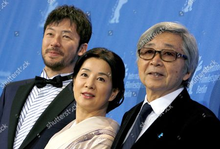 Japanese Director Yoji Yamada (r) is Pictured with Actor Tadanobu Asano (l) and Actress Sayuri Yoshinaga at the Photo Call For the Film 'Kabei - Our Mother' at the 58th Berlin International Film Festival in Berlin Germany 13 February 2008 the Film Runs in the Competition For the Golden Bear Awards at the 58th Berlin Film Festival Germany Berlin