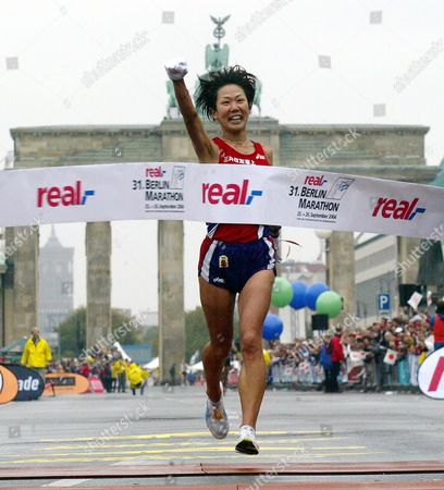 Japan's Yoko Shibui Celebrates As She Crosses the Finishing Line to Win the Berlin Marathon in Berlin Sunday 26 September 2004 Some 36 000 Runners Took Part in the Race Germany Berlin