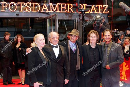 From L-r Us Actress Lauren Bacall Us Director Paul Schrader Indian Producer Deepak Nayar Us Actor Willem Dafoe and German Actor Moritz Bleibtreu Pose For Photos During a Photocall For the Premiere of Their Film 'The Walker' During the Berlinale Film Festival Late Tuesday 13 February 2007 Germany Berlin