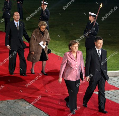 Stock Image of German Chancellor Angela Merkel and Her Husband Joachim Sauer and French President Jacques Chirac and His Wife Bernadette Chodron De Courcel Arrive at Schloss Bellevue in Berlin For a Reception with German President Horst Koehler European Union Leaders Gathered in Berlin on Saturday For Two Days of Celebrations to Mark the 50th Anniversary of the Treaty of Rome That Established the Forerunner of the Eu Germany Berlin
