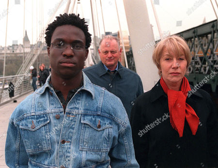 'Prime Suspect'   TV   2003 Series 6 - 'The Last Witness' L-R: Stephen Abacha (Femi Oguns) Has Some News for the Police, Simms (Robert Pugh) and Tennison (Helen Mirren) on London's Millennium Hungerford Bridge Over the River Thames