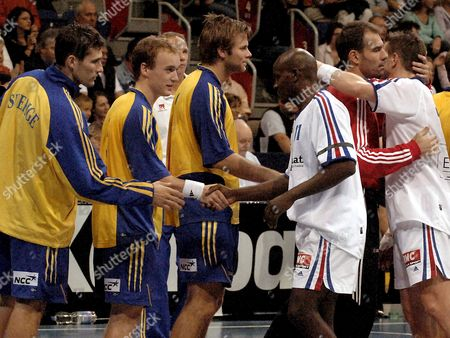 France Player Guilleaume Gille (r) Hugs Swedish Goal Keeper Tomas Svensson (2-r) While France's Olivier Girault (3-r) Congratulates Sweden's Jan Lennartsson After the Handball Qs Supercup 2005 Final in the Tui Arena in Hanover Germany on Sunday 30 October 2005 Also in the Row Are Swedish Players Fredrik Lindahl (l) and Pelle Linders (3-l) Sweden Won the Title For the Second Time Since 1993 Defeating France 29:22 (15:15) Germany Hanover