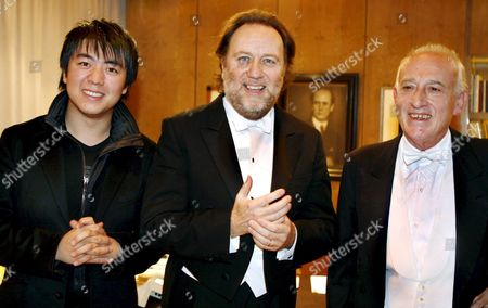Pianists Maurizio Pollini (r Italy) and Lang Lang (l China) Pose with Italian Conductor Riccardo Chailly in the Gewandhaus in Leipzig Germany 30 November 2007 Pollini Played That Evening Lang Will Play 02 December Germany Leipzig
