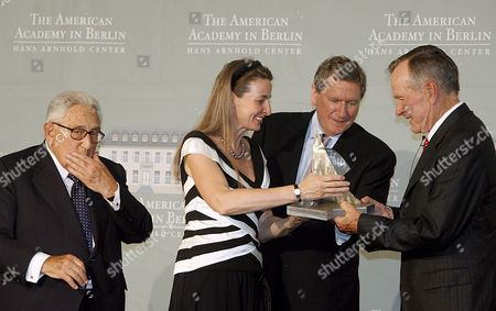 Former Us-president George Bush (r) with the Henry-kissinger-award at the American Academy in Berlin Germany 03 July 2008 Bush was Awarded For His Merits on the German Unity Gabriela Von Habsburg (2 L) and Former Ambassador Richard Holbrooke (2 R) Handed the Award Over Former Us Foreign Minister Henry Kissinger (l) Held the Laudatory Speech Germany Berlin
