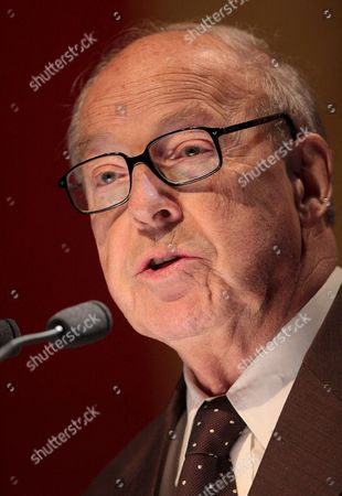 Former Swedish Foreign Minister and Un Weapons Inspector Hans Blix Delivers a Speech in Hamburg Germany 07 October 2007 Blix Called For a New Energy Policy and Replacement of Fossil Fuels by Nuclear Energy Germany Hamburg