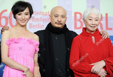 (l-r) Chinese Actress Monica Mo Chinese Filmmaker Wang Quan'an and Chinese Actress Lisa Lu Attend the Press Conference on the Film 'Apart Together' Running in Competition at and Opening the 60th Berlinale International Film Festival in Berlin Germany 11 February 2010 the Festival Runs Until 21 Febuary 2010 Germany Berlin