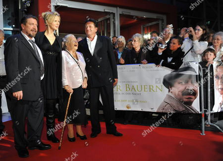 (l-r) Actors Armin Rohde Veronica Ferres Holocaust-survivor Marga Spiegel Whose Life Story is Filmed and Director Ludi Boeken Arrive at the Premiere of 'Unter Bauern - Retter Der Nacht' (among Farmers - Saviours of the Night) in Munster Germany 07 October 2009 the Film Tells How Marga Spiegel was Hidden by Farmers During the Second World War in the Countryside Around Munster It Opens the 13th Filmfestival Munster 90 Films Will Be Shown Until 11 October Germany M?nster
