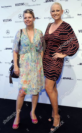German Actresses Anne-sophie Briest (l) and Jenny Elvers-elbertzhagen (r) Arrive For a Fashion Show of 'Mongrels in Common' at the Mercedes-benz Fashion Week in Berlin Germany 02 July 2009 Spring/summer 2010 Fashion Trends Are Presented at the Fashion Week Until 04 July 2009 Germany Berlin