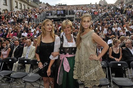 Gloria von Thurn und Taxis (c) and Her Two Daughters Maria-theresia (l) and Elisabeth (r) During the Opening of the Thurn and Taxis Palace Festival 2009 Before the Start of the Opera Aida at Palace St Emmeram in Regensburg Germany 17 July 2009 Germany Regensburg