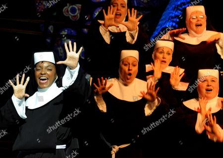 Zodwa Selele (l) Playing the Role of 'Deloris' and Other Actress Perform During the Rehearsal of the Musical 'Sister Act' in Hamburg Germany 12 November 2010 the Musical is Based on the Whoopi Goldberg Film of the Same Name and Premieres on 02 December 2010 Germany Hamburg