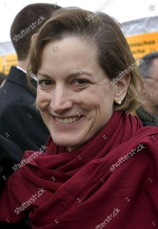 Us Journalist Winner of the Pulitzer Prize and Wife of Polish Foreign Minister Radoslaw Sikorski Anne Applebaum Captured During a Visit of Potsdam's Christmas Fair (sternenmarkt) Which Takes Place Under the Motto 'Weihnachtliche Begegnung Mit Polen' (literally: Christmas Meeting with Poland) in Potsdam Germany 06 December 2008 Poland's Foreign Minister is Currently on a Two-day Visit to Germany Germany Potsdam