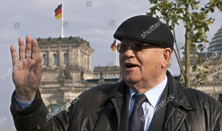 Former Soviet Leader Mikhail Gorbachev Waves in Front of the Reichstag Building in Berlin Germany 03 October 2009 Gorbachev Will Be Awarded with the 2009 Quadriga Prize Later the Evening Gdr's Last Prime Minister Lothar De Maiziere Will Hold the Laudatory Speech the Prize is Annually Awarded Since 2003 to People who Set an Example For Dawn of Mankind Renewal and Pioneering Spirit Germany Berlin