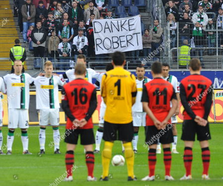 The Two Teams Stand Still During a Minute's Silence in Honour of Late German National Goalkeeper Robert Enke who Committed Suicide on 10 November 2009 Ahead of the German Bundesliga Soccer Match Eintracht Frankfurt Vs Borussia Moenchengladbach at Commerzbank Arena in Frankfurt Main Germany 21 November 2009 a Banner in the Background Reads 'Thank You Robert' (attention: Blocking Period! the Dfl Permits the Further Utilisation of the Pictures in Iptv Mobile Services and Other New Technologies Only Two Hours After the End of the Match the Publication and Further Utilisation in the Internet During the Match is Restricted to Six Pictures Per Match Only ) Germany Frankfurt Main