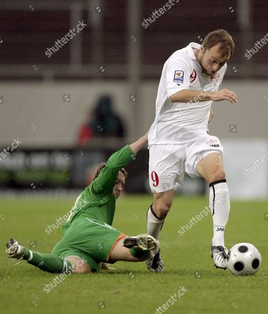 Georgia's Alexander Iashvili (r) Vies For the Ball with Ireland's Aiden Mcgeady During the Group 8 World Cup 2010 Qualification Soccer Match in Mainz Germany 06 September 2008 Germany Mainz