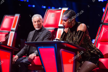 Stock Picture of Tom Jones and Jennifer Hudson as Ryhann Thomas performs I Swear by All-4-One