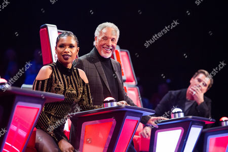 Stock Image of Jennifer Hudson, Tom Jones as Ryhann Thomas performs I Swear by All-4-One. Tom turns and is his coach