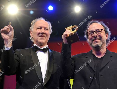 Director Semih Kaplanoglu (r) Holds the Golden Bear For the Best Film For the Movie 'Honey' Next to Jury President Werner Herzog (l) During the Award Ceremony of the 60th Berlinale International Film Festival in Berlin Germany 20 February 2010 Up to 400 Films Are Shown Every Year As Part of the Berlinale's Public Programme the Berlinale is Divided Into Different Sections Each with Its Own Unique Profile Germany Berlin