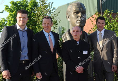 Shortly After the Ceremonious Unveiling of the Memorial For German Boxing Legend Max Schmeling (1905-2005) Boxers Alexander Dimitrenko (l) Henry Maske (2-l) and Wladimir Klitschko (r) Pose with the Sculptor Carsten Eggers (2-r) in Hollenstedt Bei Hamburg Germany 21 May 2010 the Memorial Cost 60 000 Euros More Than Two Thirds of the Funds Were Donated From Around the World Germany Hollenstedt