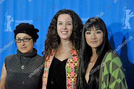 Actresses Magaly Solier (r) Pilar Guerrero (l) and Director Claudia Llosa Pose During the Photo Call of Their Film 'The Milk of Sorrow' (la Teta Asustada) at the 59th Berlin International Film Festival in Berlin Germany 12 February 2009 the Film is Among 18 Films Competing For the Silver and Golden Bear Awards at the 59th Berlinale Germany Berlin