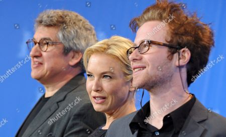 (l-r) British Director Richard Loncraine Us Actress Renee Zellweger and Canadian Actor Mark Rendall Pose During a Photo Call on Their Film 'My One and Only' at the 59th Berlin International Film Festival in Berlin Germany 12 February 2009 the Film Runs in Competition; a Total of 18 Films Compete For the Silver and Golden Bears of the 59th Berlinale Germany Berlin