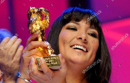 Actress Magaly Solier Poses with the Golden Bear During the Award Ceremony at the 59th Berlin International Film Festival in Berlin Germany 14 February 2009 Her Film 'The Milk of Sorrow' was Awarded with the Golden Bear For Best Film Germany Berlin