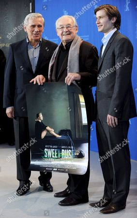 Polish Actors Pawel Szajda (r) and Jan Englert (l) Pose with Polish Director Andrzej Wajda During the Photo Call on the Film 'Sweet Rush' at the 59th Berlin International Film Festival in Berlin Germany 13 February 2009 the Film Runs in Competition a Total of 18 Films Compete For the Silver and Golden Bears of the 59th Berlinale Germany Berlin