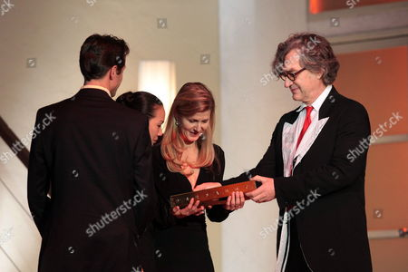 German Director Wim Wenders (r) Hands Over the Prize For Pina Bausch to Franko Schmidt (l-r) Tsai Chin Yu and Barbara Kaufmann at the State Theatre in Mainz Germany 28 November 2009 German Choreographer Bausch who Died in June 2009 was Posthumously Honoured For Her Life's Work with the Theatre Prize 'Der Faust' ('the Faust') the National Unendowed Prize is Awarded in Eight Categories 340 Members of the 'Deutsche Akademie Der Darstellenden Kuenste' ('german Academy For Performing Art') Decide to Whom Germany Mainz