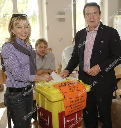 German Former Chancellor Gerhard Schroeder (r) and His Wife Doris Schroeder-koepf (l) Cast Their Ballots For the German Federal Election Hanover Germany 27 September 2009 Voting Booths Opened Amid Expectations That Chancellor Angela Merkel of the Christian Democratis Would Win a Renewed Mandage Ahead of Her Social Democrat Challenger Frank Walter Steinmeier Germany Hanover