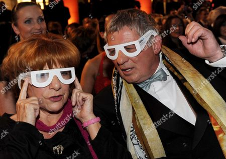 German Actors Hannelore Hoger (l) and Heinz Hoenig Test Glasses That Affect Sight at the 'Deutscher Hoerfilmpreis' Gala in Berlin Germany 19 March 2009 the Awards For Films with a Special Audio Track For the Visually Impaired Were Bestowed in the Categories 'Television Film' and 'Feature Film/ Cinema' Germany Berlin