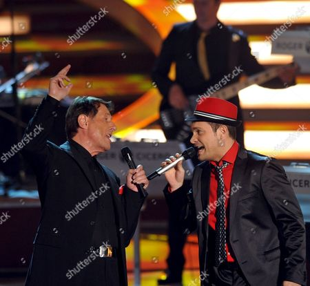 German Musician Roger Cicero (r) and Austrian Singer and Composer Udo Juergens (l) Sing a Duet During the Live Broadcast German Zdf Television Show 'Willkommen Bei Carmen Nebel' in Erfurt Germany on 09 May 2009 Germany Erfurt