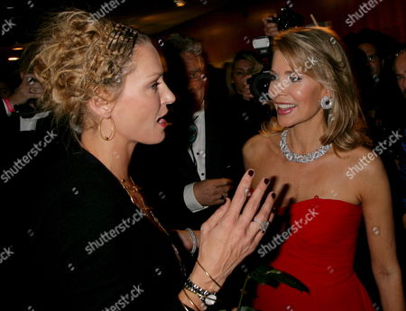 Us Actress Uma Thurman (l) and Gabriele Begum Inaara Aga Khan Speak Toeach Other As They Attend the 15th Grand Opera Gala For the German Aids Foundation at the German Opera in Bismarck Street Berlin Germany 08 November 2008 the Charity Event was Attended by 2300 Guests Germany Berlin