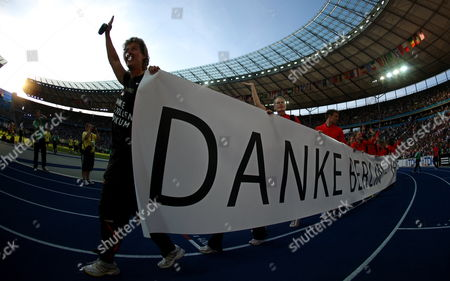 German Athlete Steffi Nerius (l) and Fellow Athletes Carry a Banner Thanking Spectators For Their Support During the Closing Ceremony of the 12th Iaaf World Championships in Athletics Berlin Germany 23 August 2009 Germany Berlin