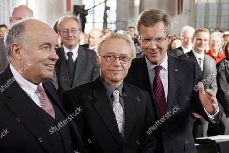 Israeli Writer David Grossmann (c) Stands with German President Christian Wulff (r) and Gottfried Honnefelder (l) President of the German Publishers and Booksellers Association at the Paulskirche in Frankfurt Germany 10 October 2010 Grossmann is Awarded the Peace Prize of the German Book Trade For His Books 'Demonstrating That the Violence and Hatred in the Middle East Can Be Overcome Only by Listening and Using the Power of the Word ' According to the Jury Germany Frankfurt Am Main