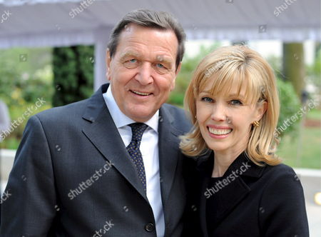 Former German Chancellor Gerhard Schroeder (l) and His Wife Doris Schroeder-koepf (r) Smile at the Party on His 65th Birthday in Hanover Germany 18 April 2009 Mr Schroeder Celebrated His 65th Birthday on 07 April Germany Hanover