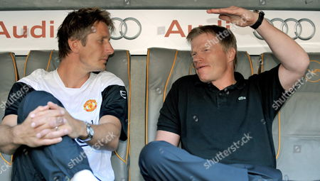 (l-r) Manchester's United's Goalkeeper Edwin Van Der Saar (l) and Fc Bayern Munich Poal Keeper Oliver Kahn Sit in the Dugout During the Games Against Boca Juniors During Their Soccer Match in the First Semi Final For the Audi Cup Manchester United Vs Boca Juniors Buenos Aires at Allianz Arena in Munich Germany 29 July 2009 Germany Munich