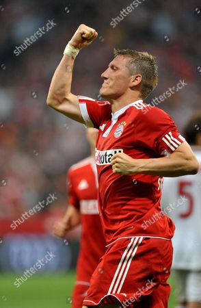 Bayern Munich's Sebastian Schweinsteiger Celebrates Scoring Against Ac Milan During Their Soccer Match in Their Second Semi Final For the Audi Cup Bayern Munich Vs Ac Milan Buenos Aires at Allianz Arena in Munich Germany 29 July 2009 Germany Munich